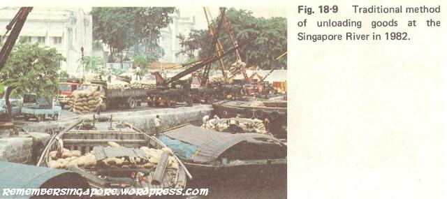 1982 goods unloading at singapore river