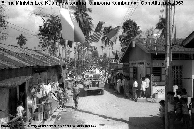 lee kuan yew toured kampong kembangan constituency2 1963