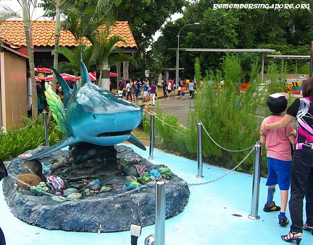 underwater world shark sculpture