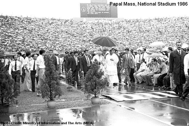 papal-mass-at-national-stadium-1986